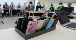smartphone-classe-classroom-education